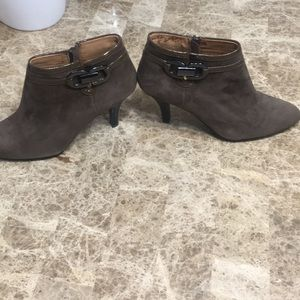 Sofft olive green booties